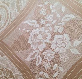薔薇のレース刺繍