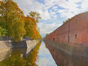 Обводный канал и Адмиралтейство в Кронштадте