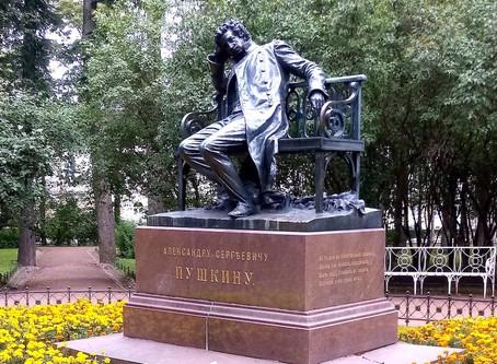 Пушкин в Лицейском саду