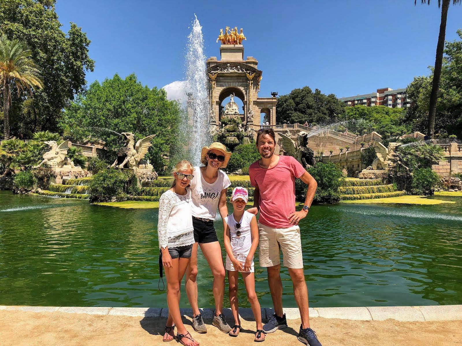 Familie wandeling door Barcelona