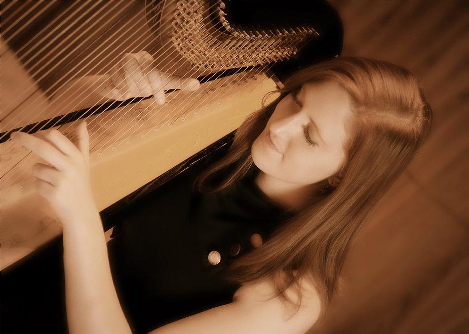 Molly O'Roark harpist
