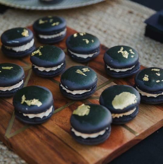 Black & gold macarons