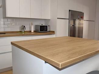 שיש דמוי עץ למטבח: החום של הטבע, העוצמה של הקידמה