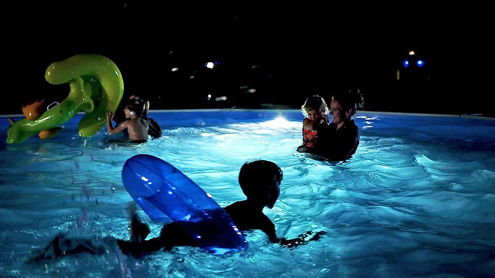 """<img src=""""pool lights.png"""" alt=""""Swimming in pool with solar pool lights"""">"""