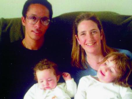 Son mari l'a amenée à croire qu'il était un agent de la CIA. Il a 13 enfants et 6 femmes !