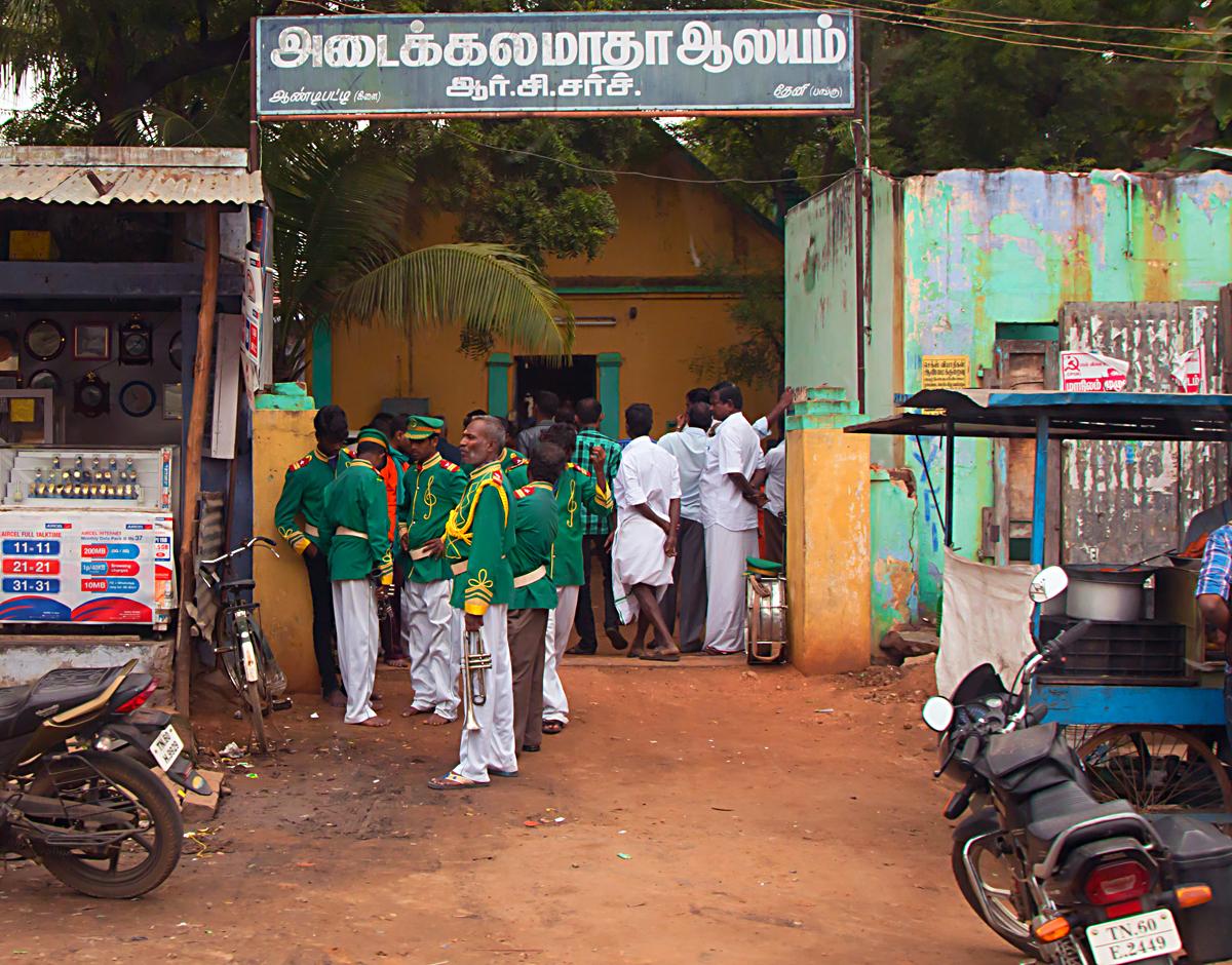 INDIEN Kumily Thekkady Kumarakom Kerala Menschen Tempel FINEST-onTour 7925.jpg