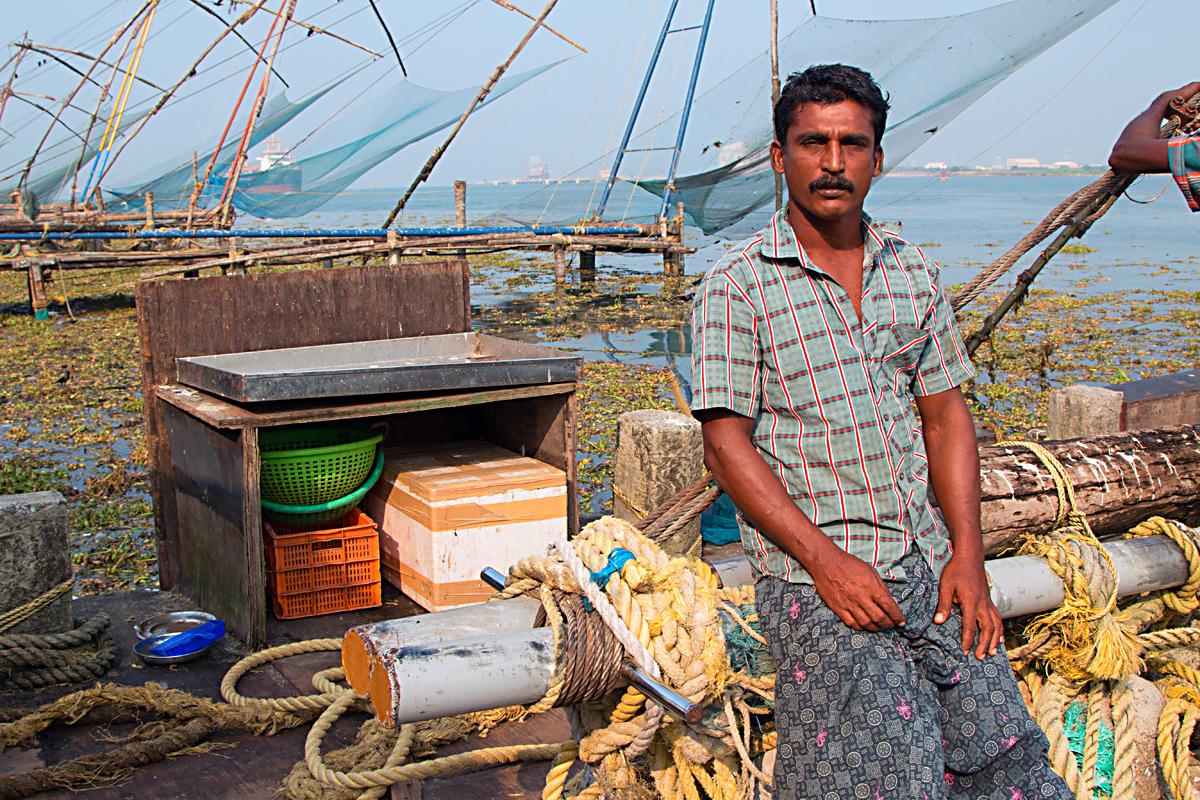 INDIEN Cochin Kerala Menschen Fischmarkt FINEST-onTour 8830.jpg
