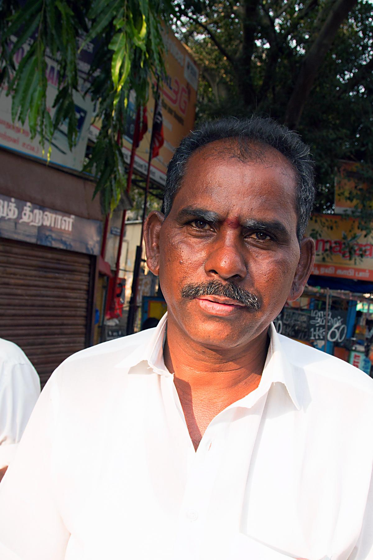 INDIEN Chennai Kanchipuram Tempel Menschen Tempel FINEST-onTour 7761.jpg