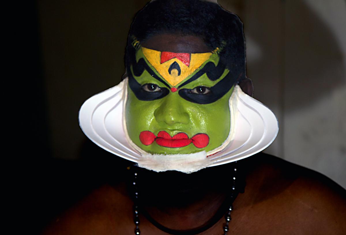 INDIEN Cochin Kerala Menschen Masken FINEST-onTour 9005.jpg