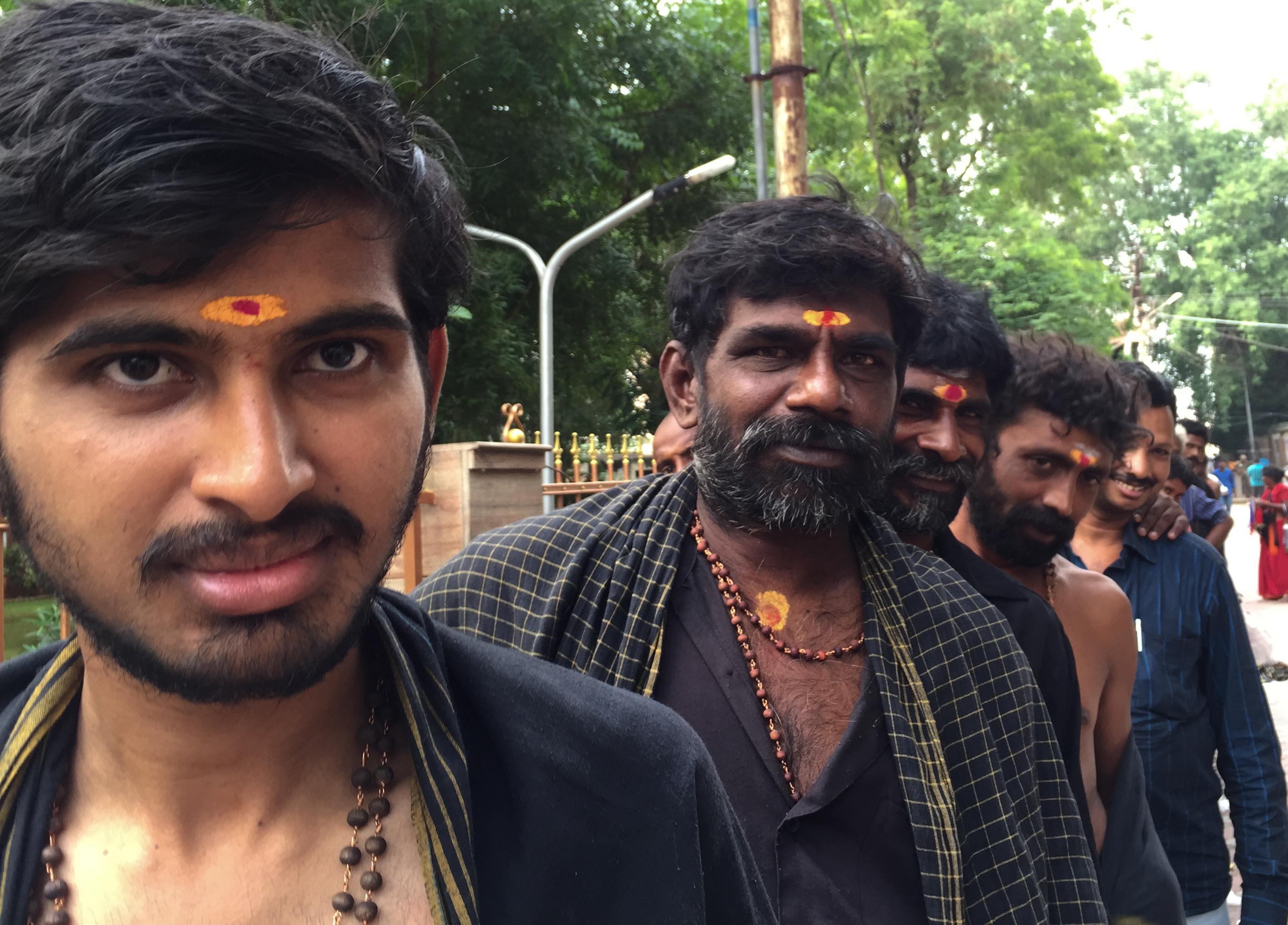 INDIEN Chennai Kanchipuram Tempel Menschen Tempel FINEST-onTour 2185.jpg