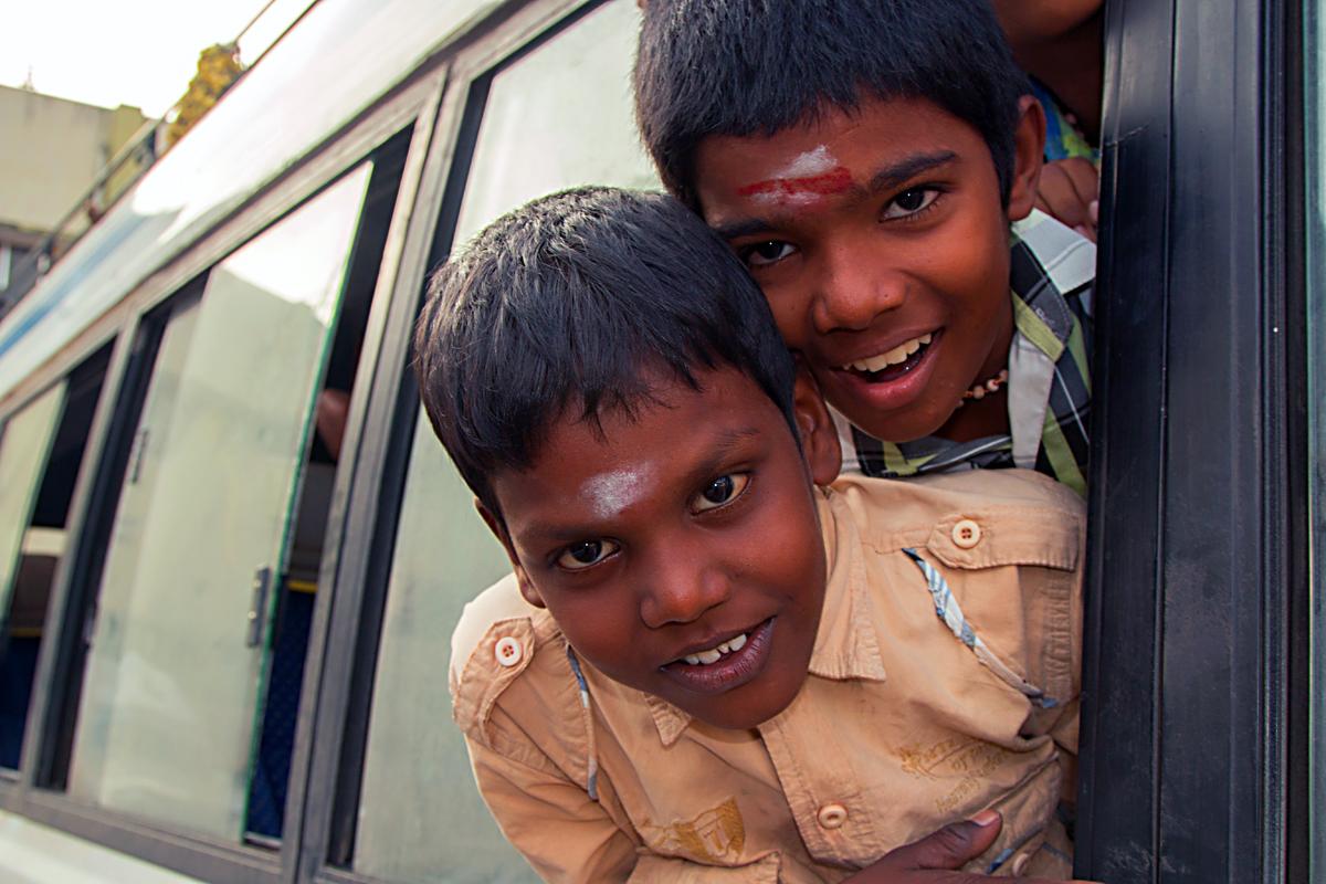 INDIEN Chennai Kanchipuram Tempel Menschen Tempel FINEST-onTour 7829.jpg