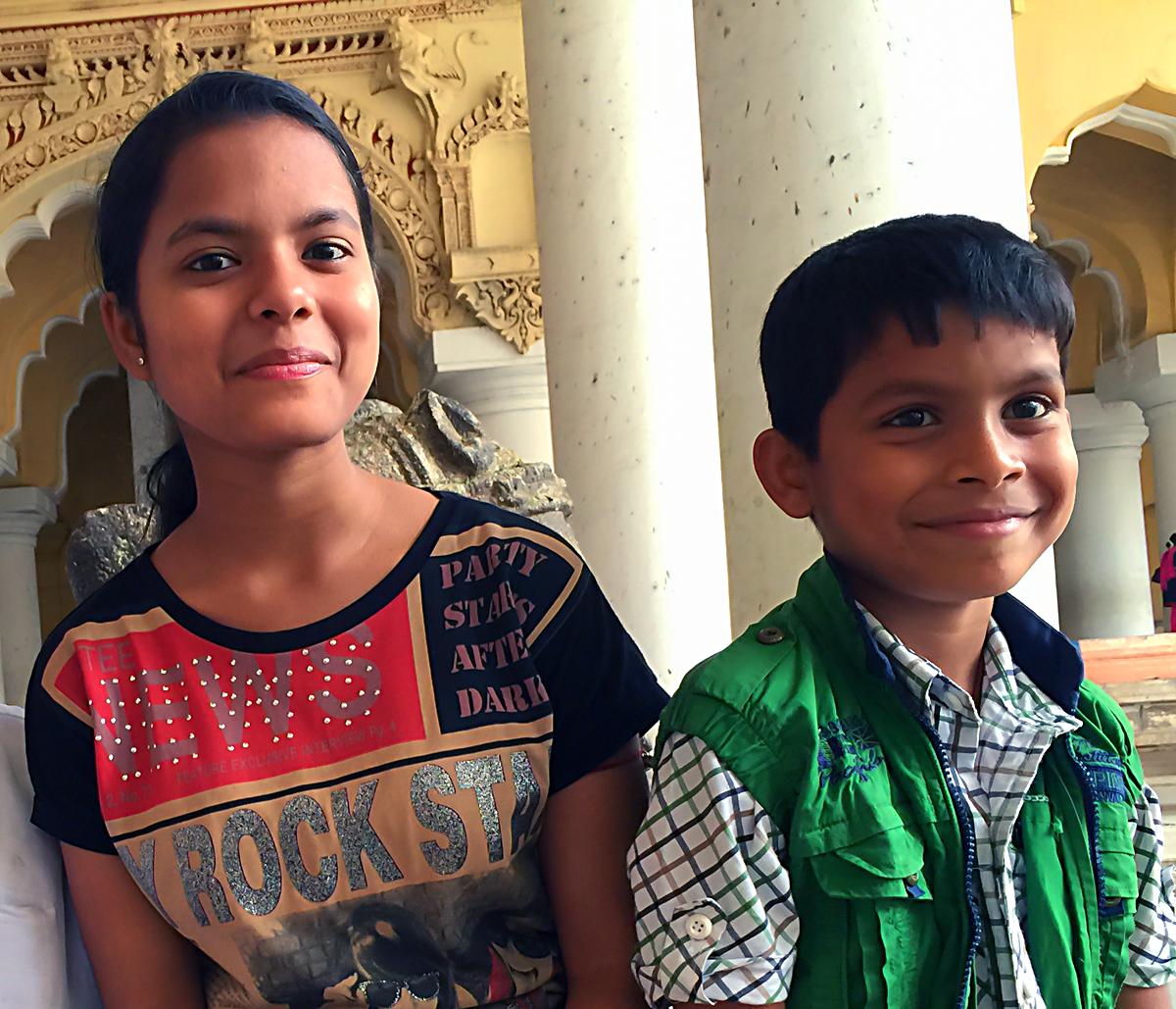 INDIEN Chennai Kanchipuram Tempel Menschen Tempel FINEST-onTour 2140.jpg
