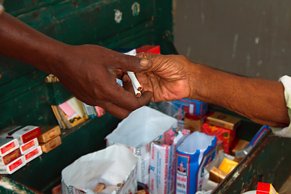INDIEN Cochin Kerala Menschen Fischmarkt FINEST-onTour 8862.jpg