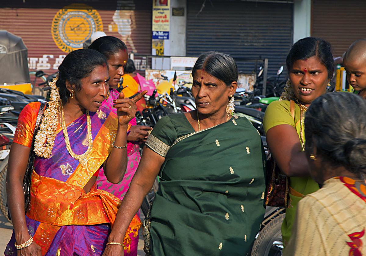 INDIEN Chennai Kanchipuram Tempel Menschen Tempel FINEST-onTour 7751.jpg