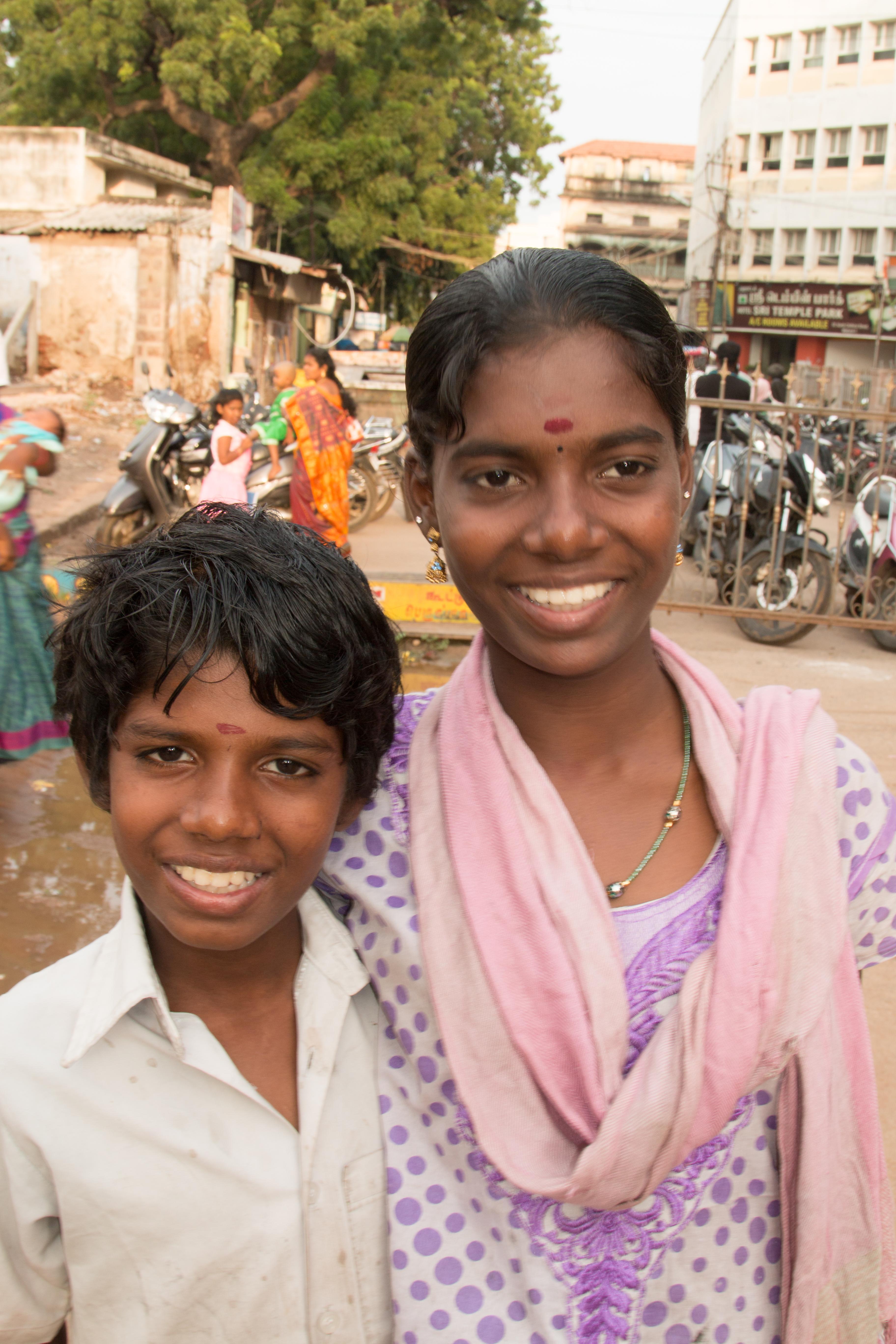 INDIEN Chennai Kanchipuram Tempel Menschen Tempel FINEST-onTour 7813.jpg