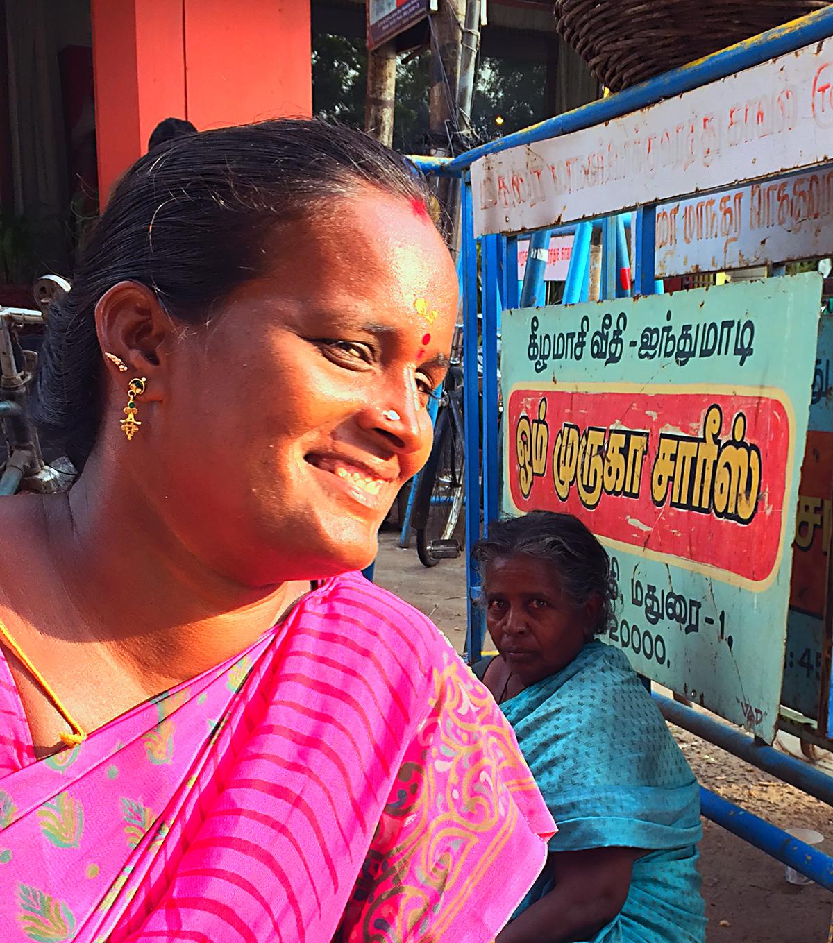 INDIEN Chennai Kanchipuram Tempel Menschen Tempel FINEST-onTour 2174.jpg