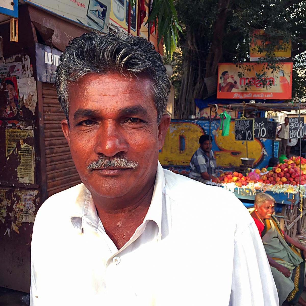 INDIEN Chennai Kanchipuram Tempel Menschen Tempel FINEST-onTour 2170.jpg