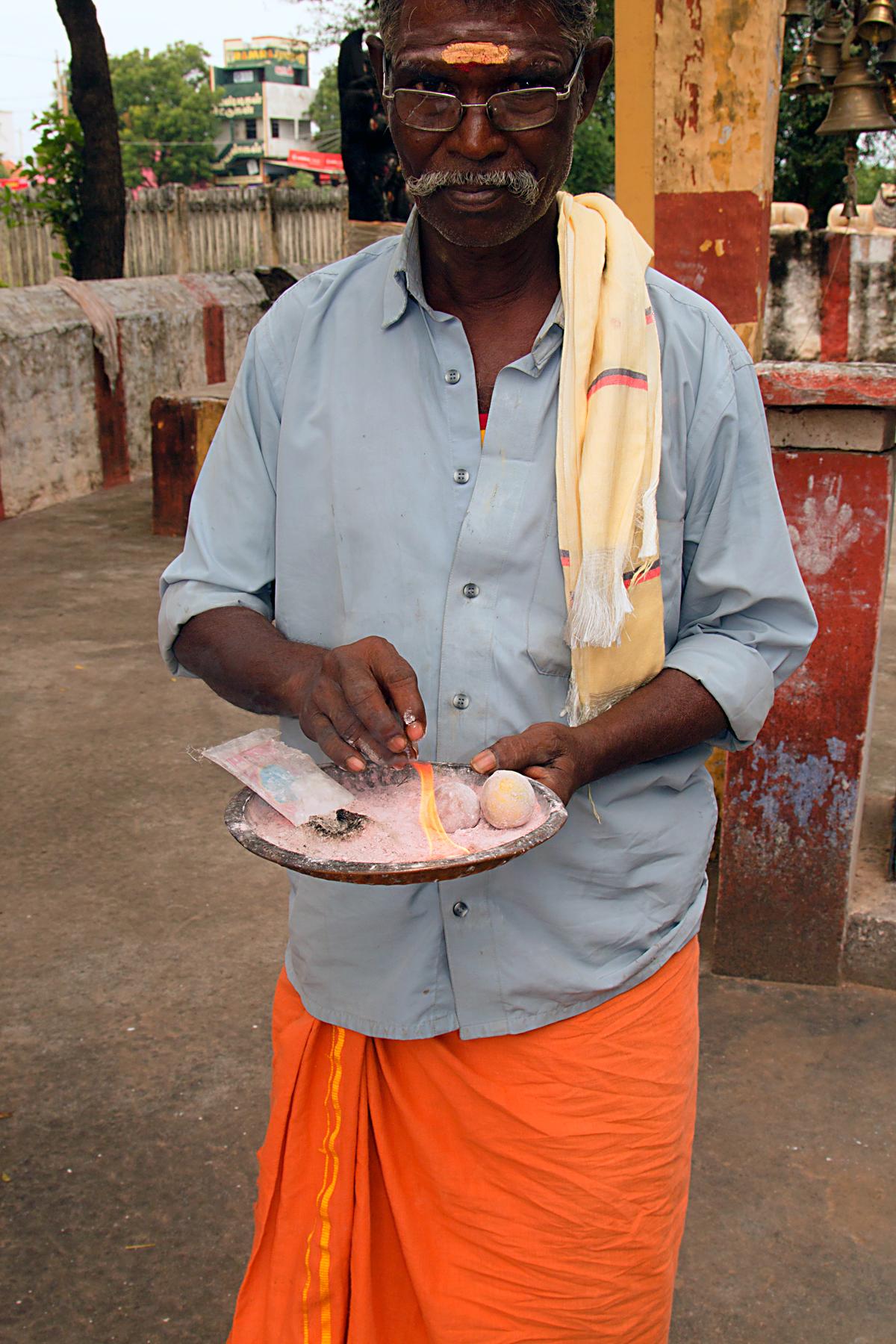 INDIEN Kumily Thekkady Kumarakom Kerala Menschen Tempel FINEST-onTour 7875.jpg