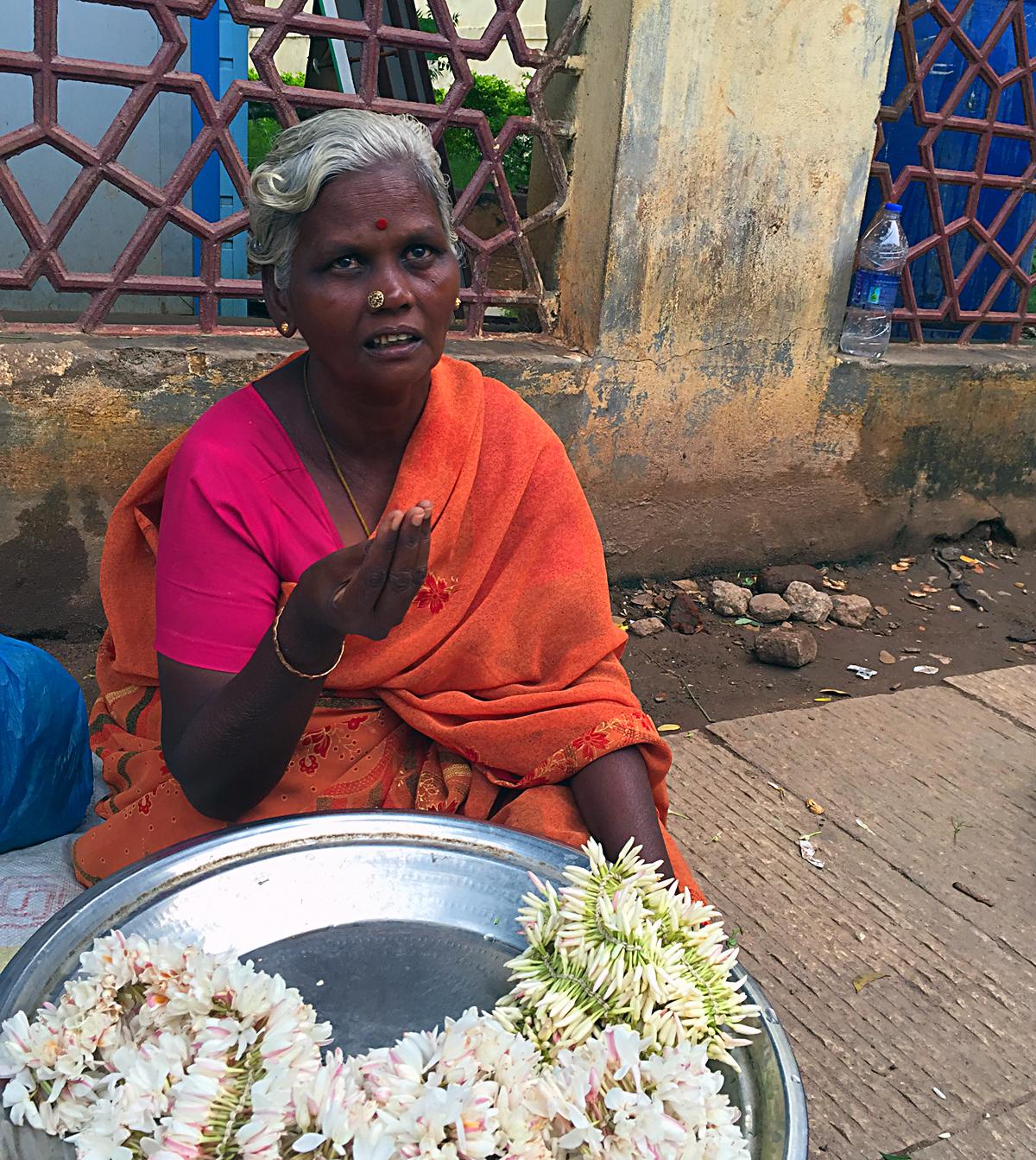 INDIEN Chennai Kanchipuram Tempel Menschen Tempel FINEST-onTour 2133.jpg