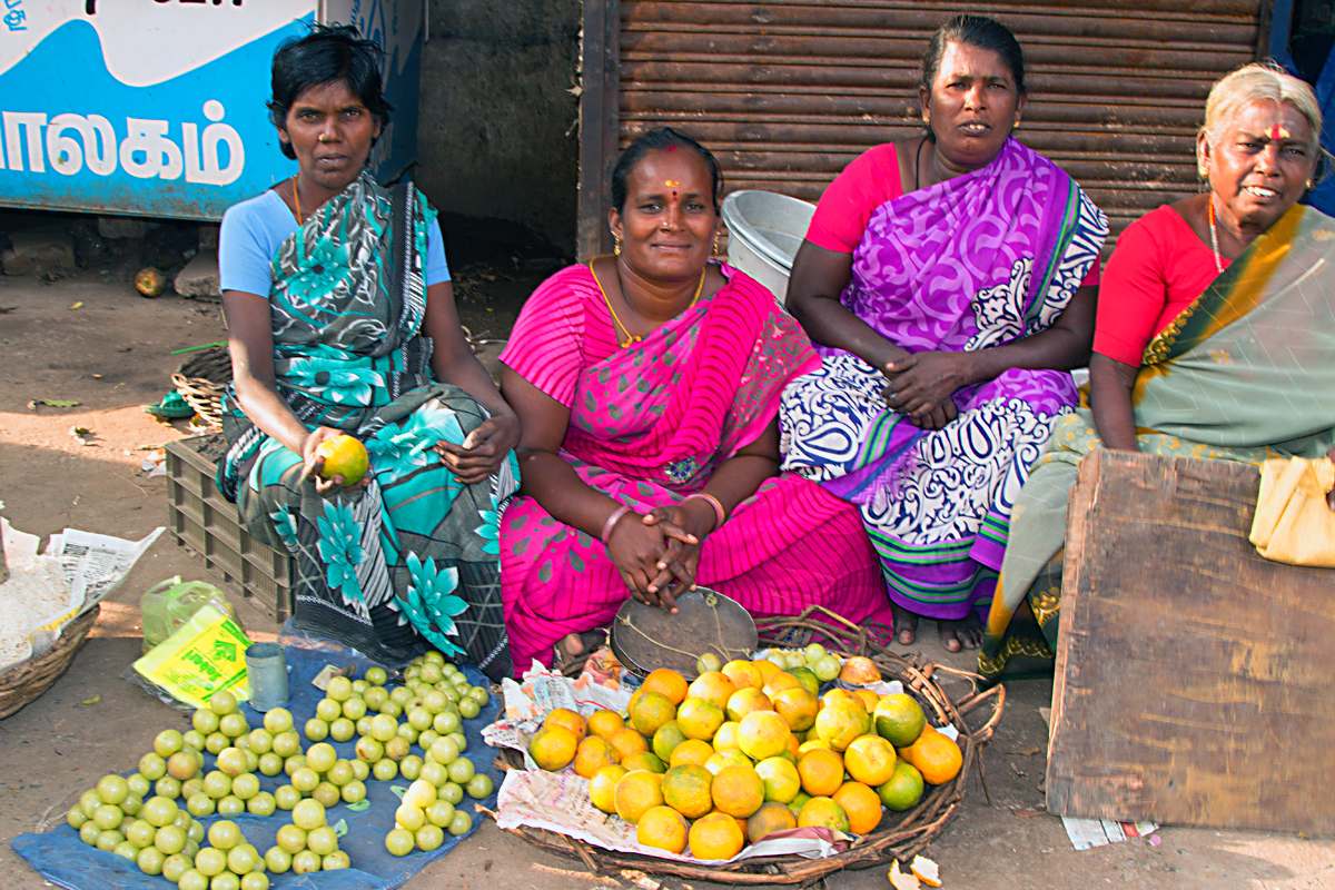INDIEN Chennai Kanchipuram Tempel Menschen Tempel FINEST-onTour 7759.jpg