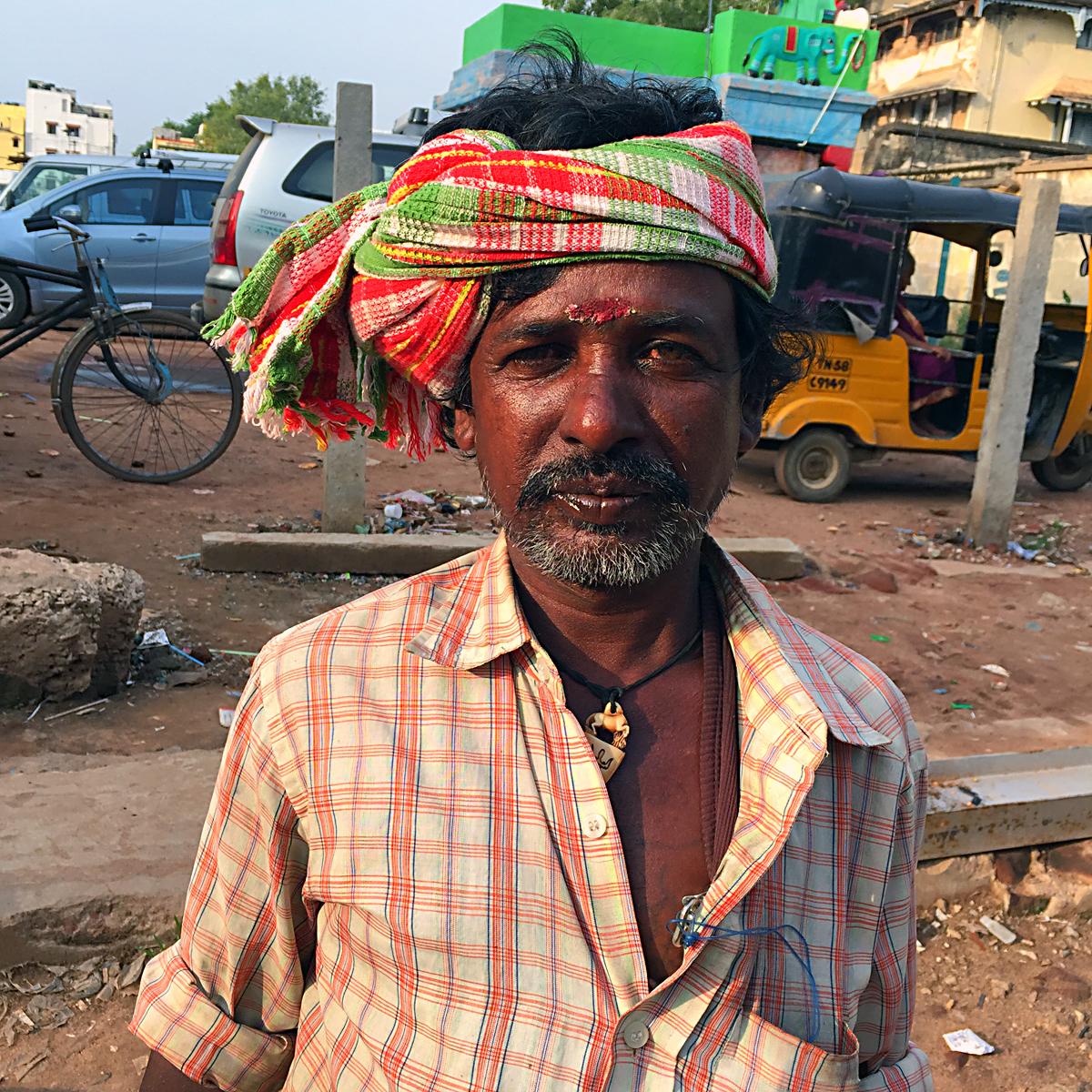 INDIEN Chennai Kanchipuram Tempel Menschen Tempel FINEST-onTour 2167.jpg