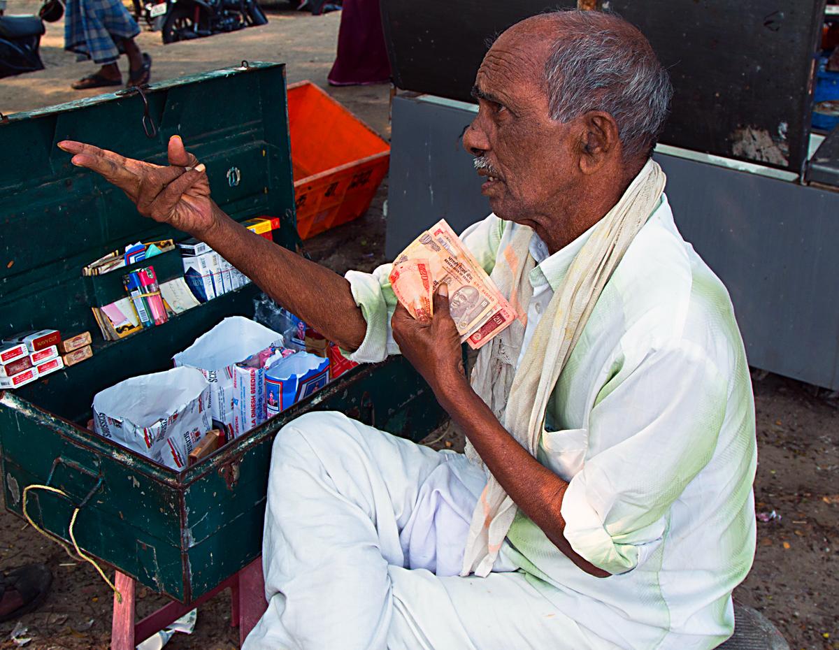 INDIEN Cochin Kerala Menschen Fischmarkt FINEST-onTour 8864.jpg