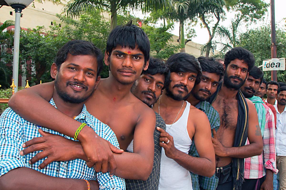 INDIEN Chennai Kanchipuram Tempel Menschen Tempel FINEST-onTour 7797.jpg