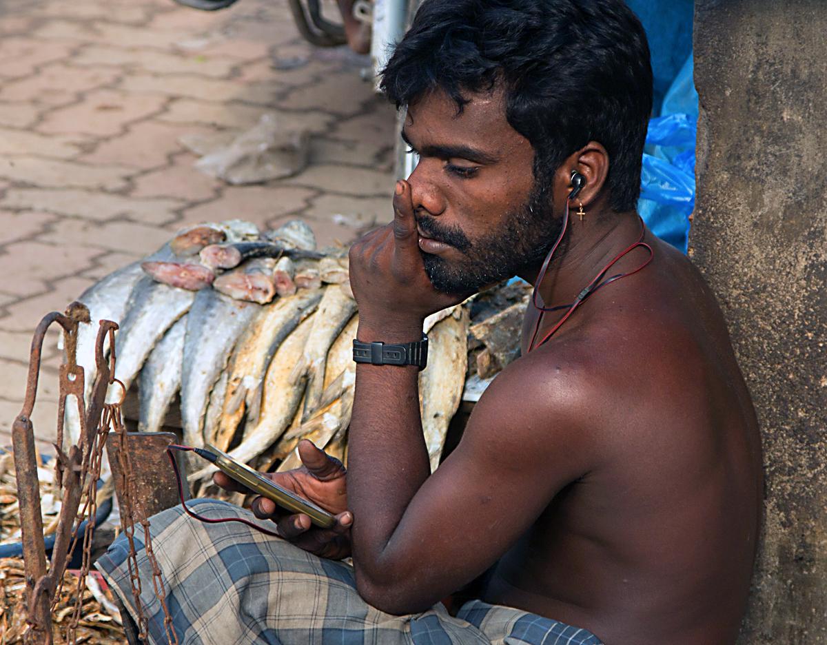 INDIEN Chennai Kanchipuram Tempel Menschen Tempel FINEST-onTour 7746.jpg