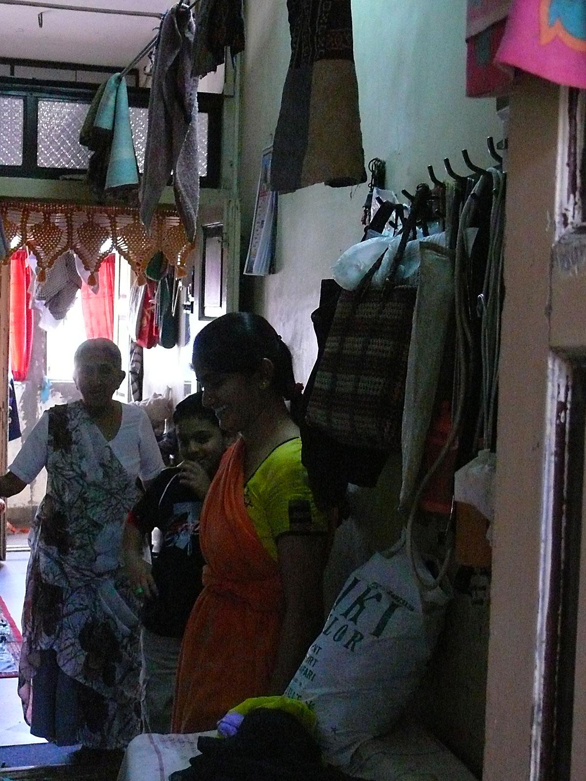 INDIEN MUMBAI Menschen Wohnen FINEST-onTour P1030375.jpg