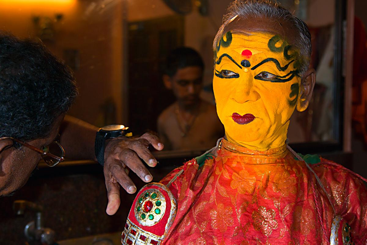 INDIEN Cochin Kerala Menschen Masken FINEST-onTour 9012.jpg