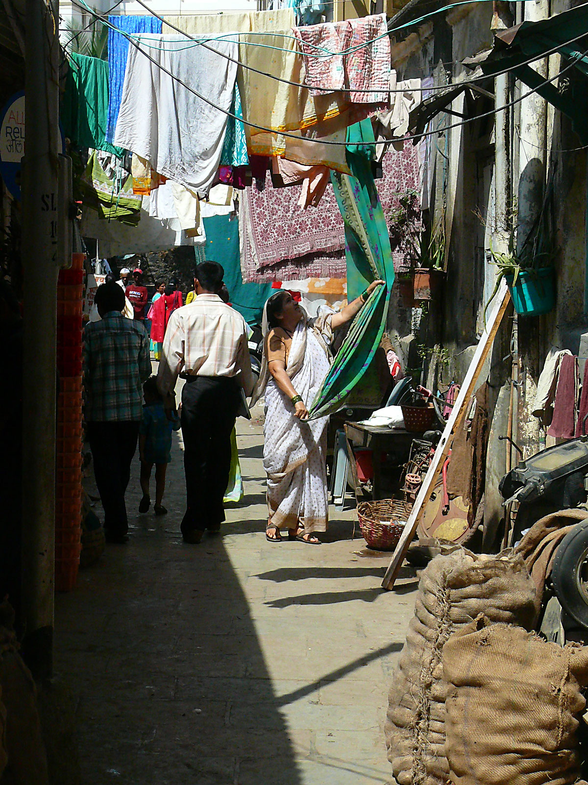 INDIEN MUMBAI Menschen Wohnen FINEST-onTour P1030461.jpg