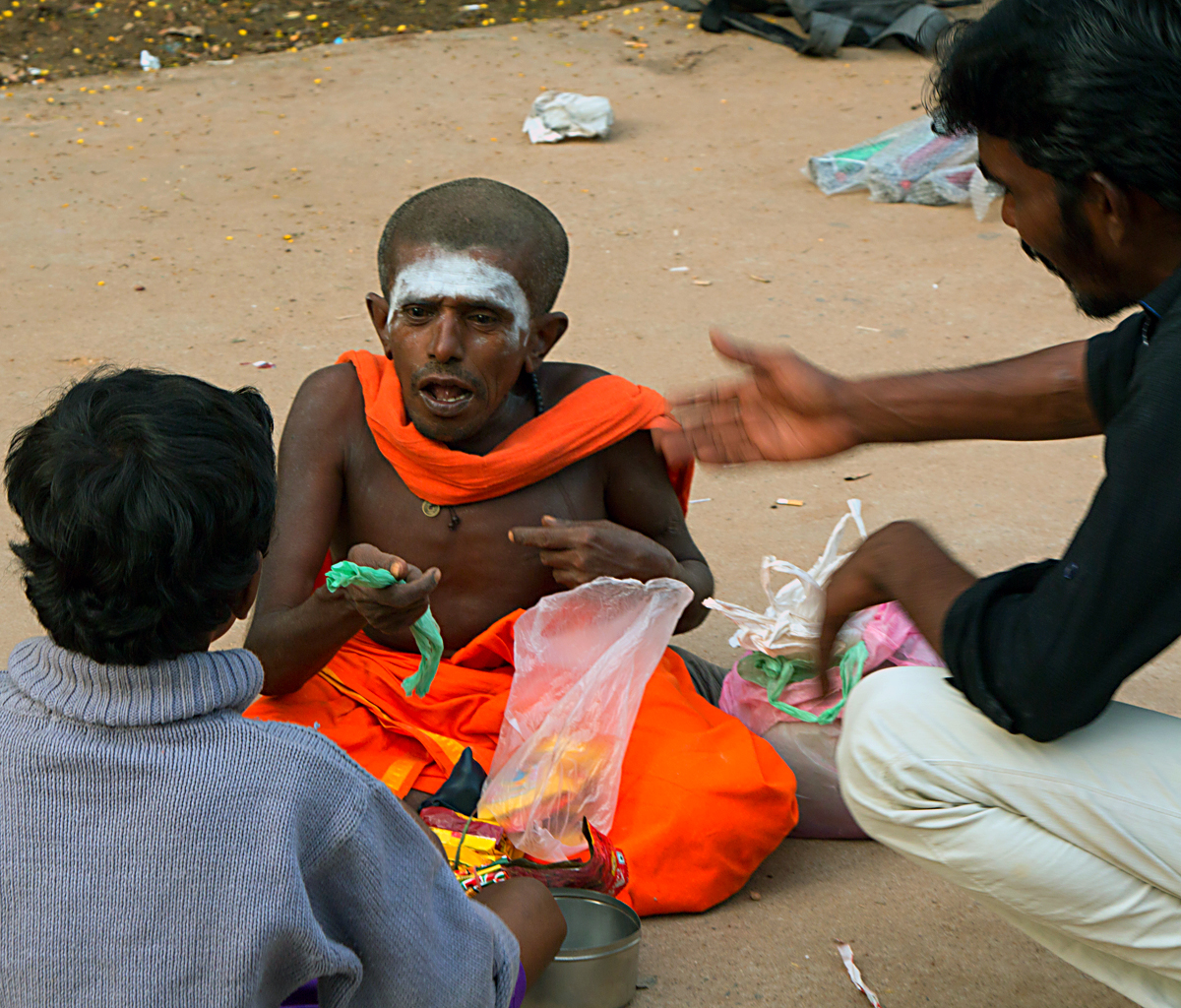 INDIEN Chennai Kanchipuram Tempel Menschen Tempel FINEST-onTour 7820.jpg