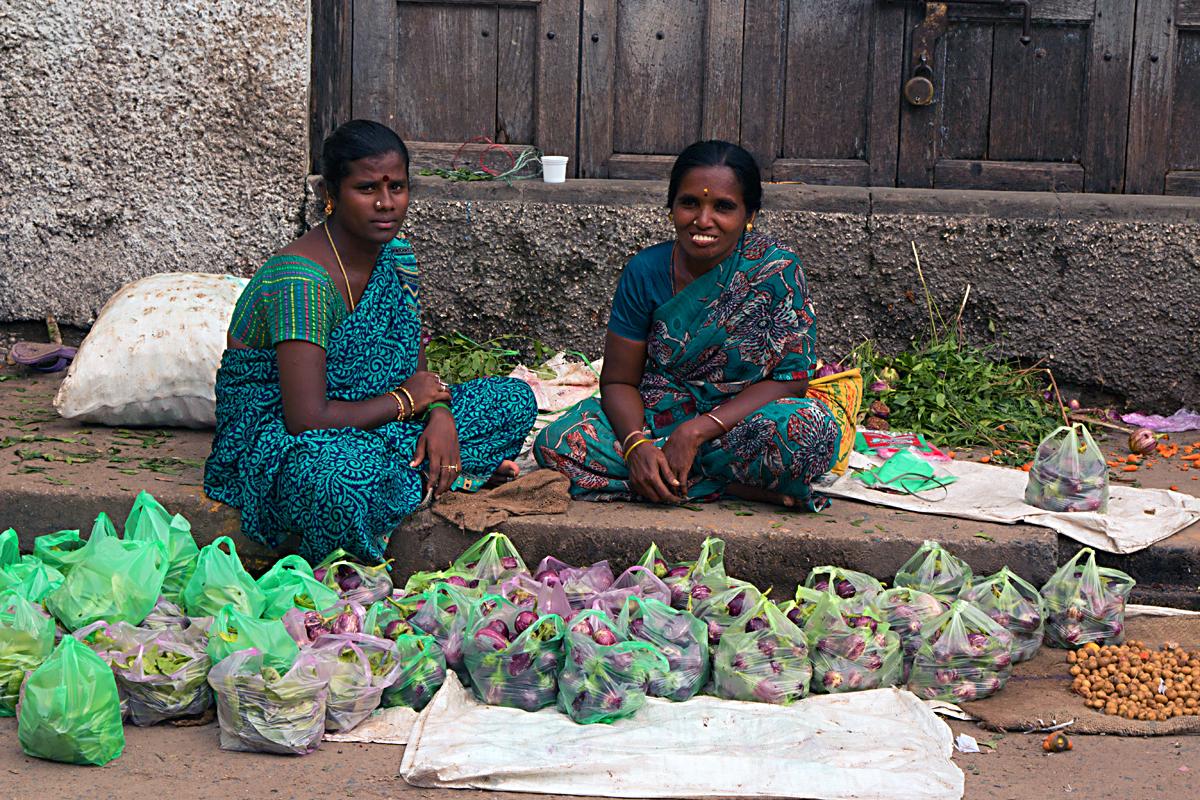 INDIEN Chennai Kanchipuram Tempel Menschen Tempel FINEST-onTour 7764.jpg