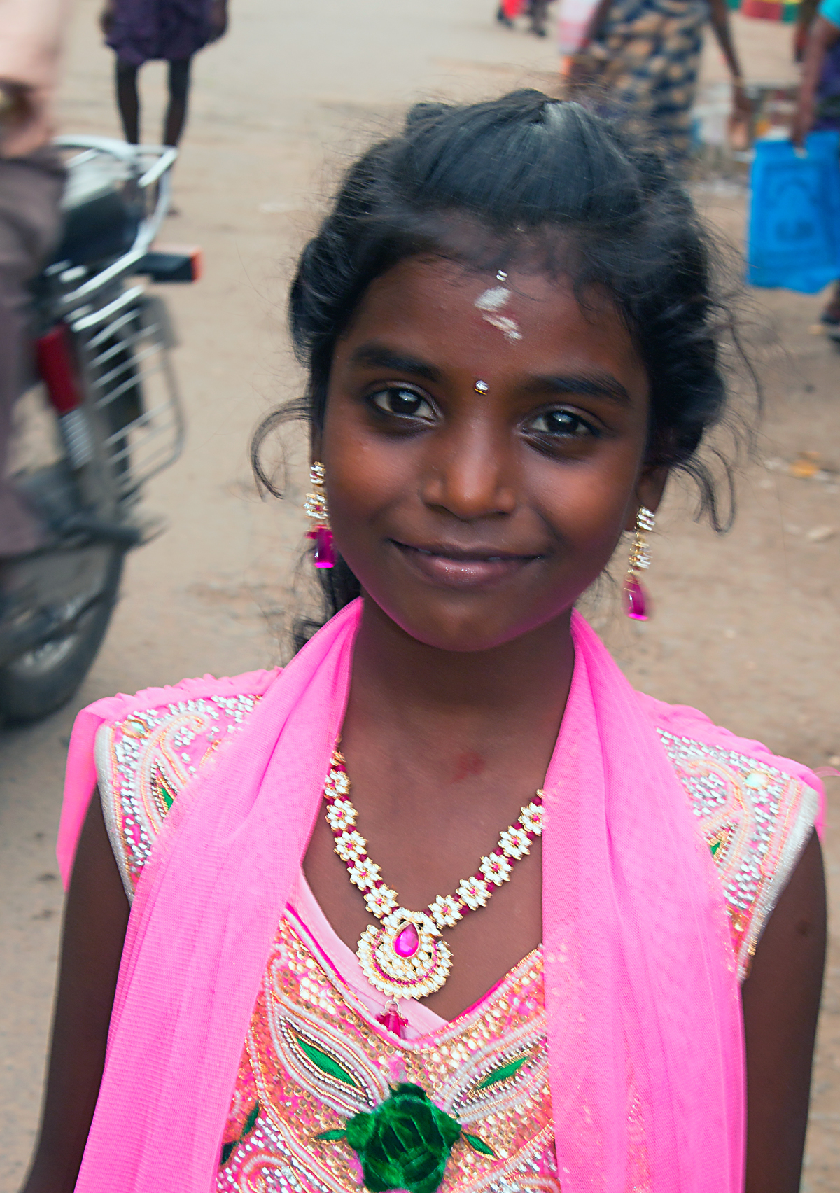INDIEN Chennai Kanchipuram Tempel Menschen Tempel FINEST-onTour 7777.jpg