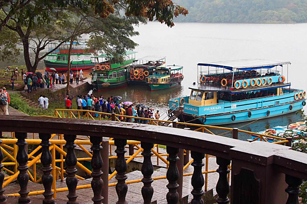 INDIEN Kumily Thekkady Kumarakom Kerala Menschen Tempel FINEST-onTour 8029.jpg