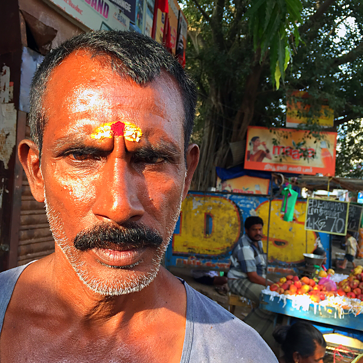 INDIEN Chennai Kanchipuram Tempel Menschen Tempel FINEST-onTour 2169.jpg