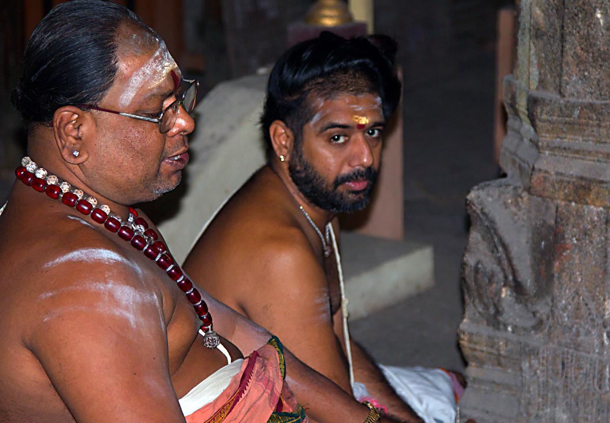 INDIEN Chennai Menschen Tempel FINEST-onTour 7507.jpg