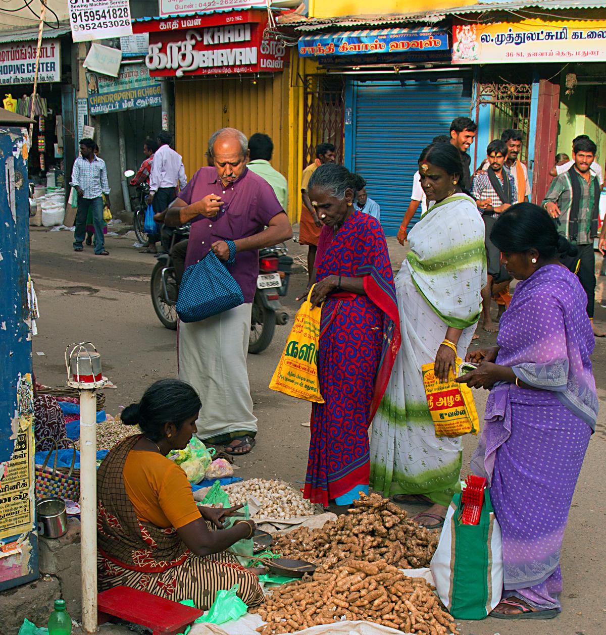 INDIEN Chennai Kanchipuram Tempel Menschen Tempel FINEST-onTour 7767.jpg