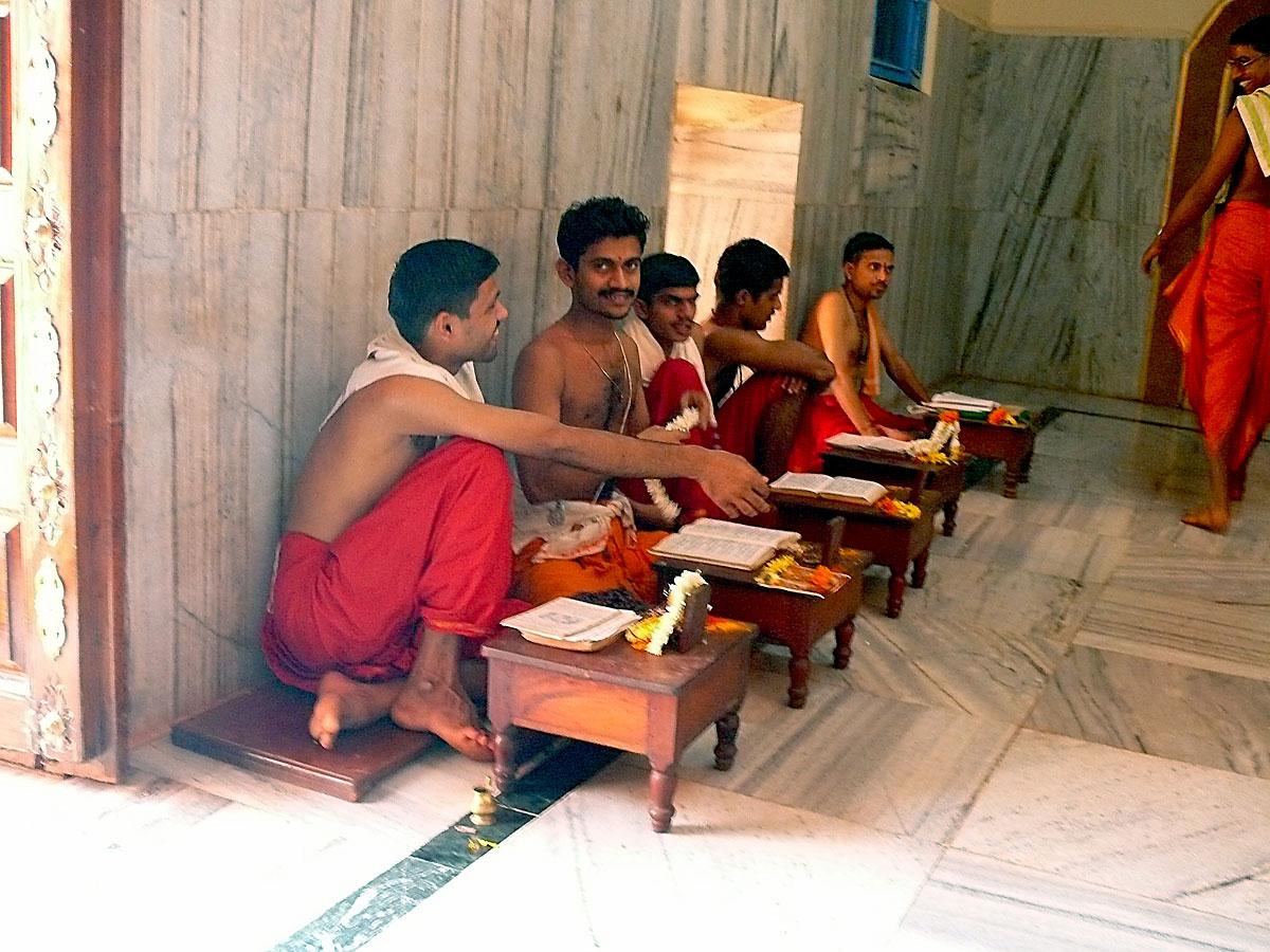 INDIEN GOA Menschen Tempel FINEST-onTourP1040036.jpg