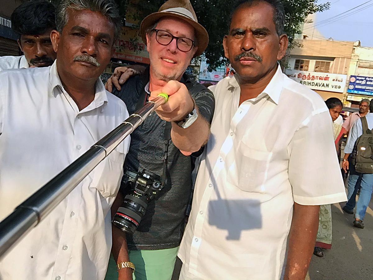 INDIEN Chennai Kanchipuram Tempel Menschen Tempel FINEST-onTour 2176.jpg