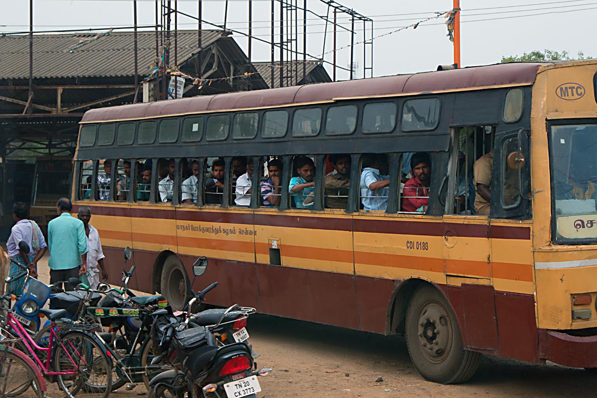 INDIEN Chennai Menschen Tempel FINEST-onTour 7431.jpg