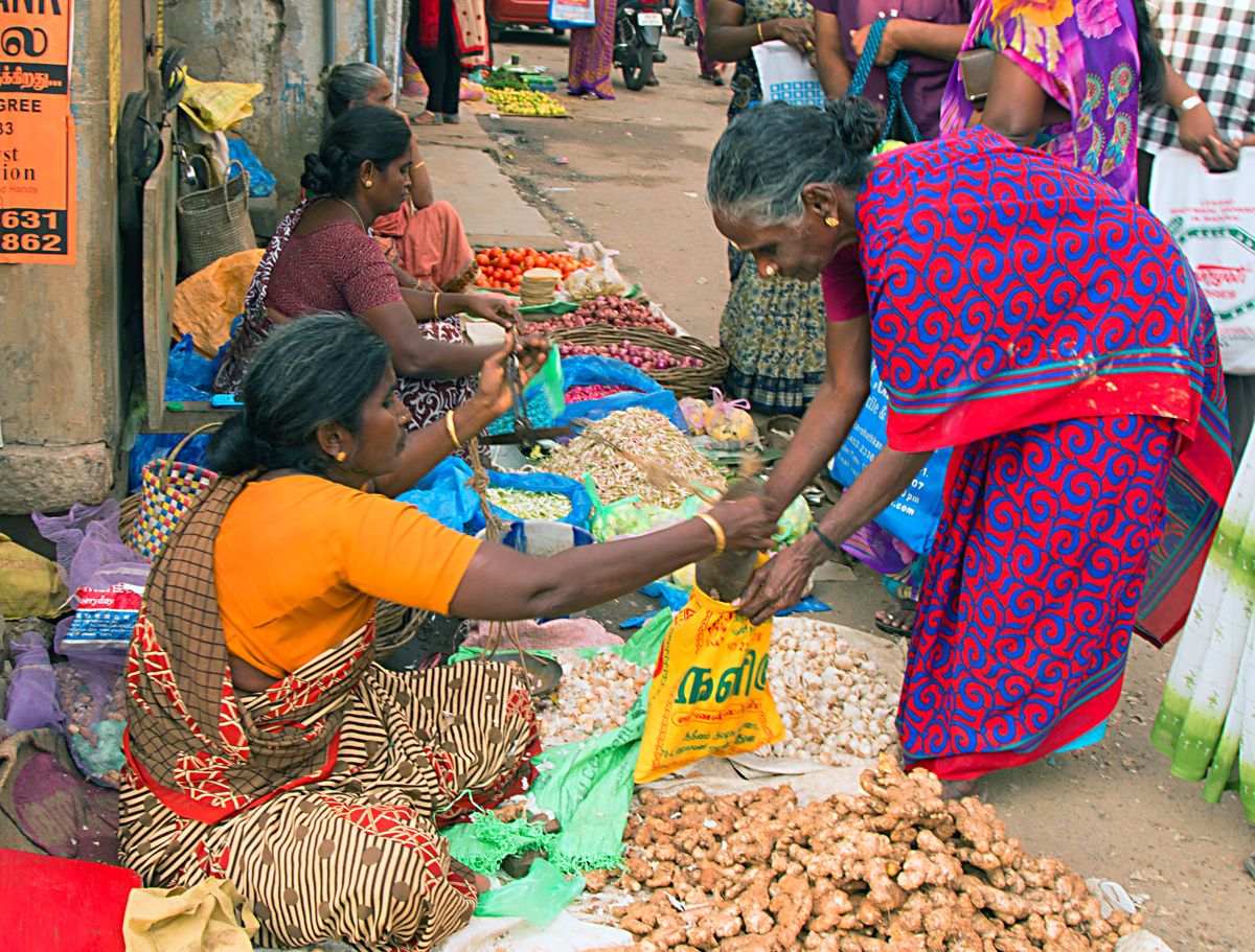 INDIEN Chennai Kanchipuram Tempel Menschen Tempel FINEST-onTour 7768.jpg