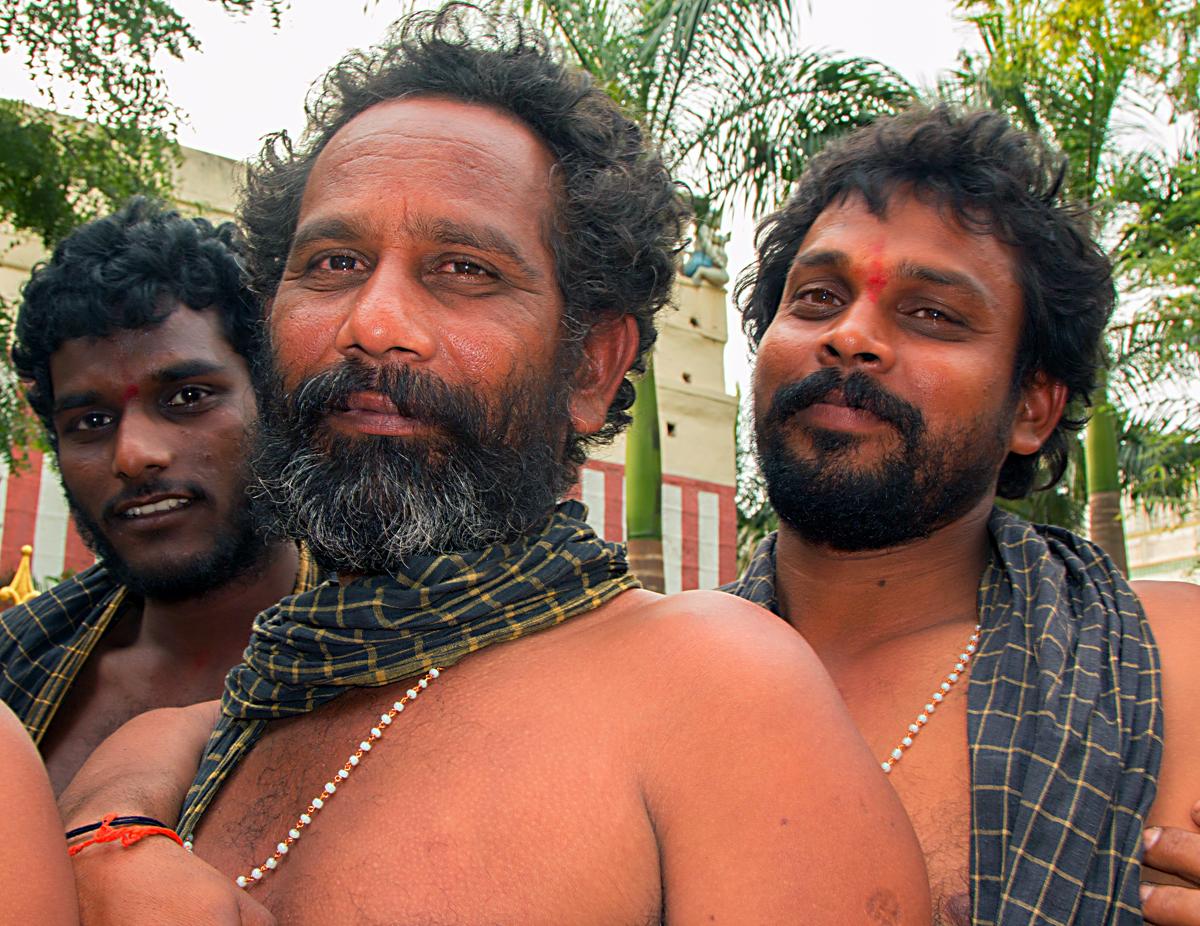 INDIEN Chennai Kanchipuram Tempel Menschen Tempel FINEST-onTour 7809.jpg