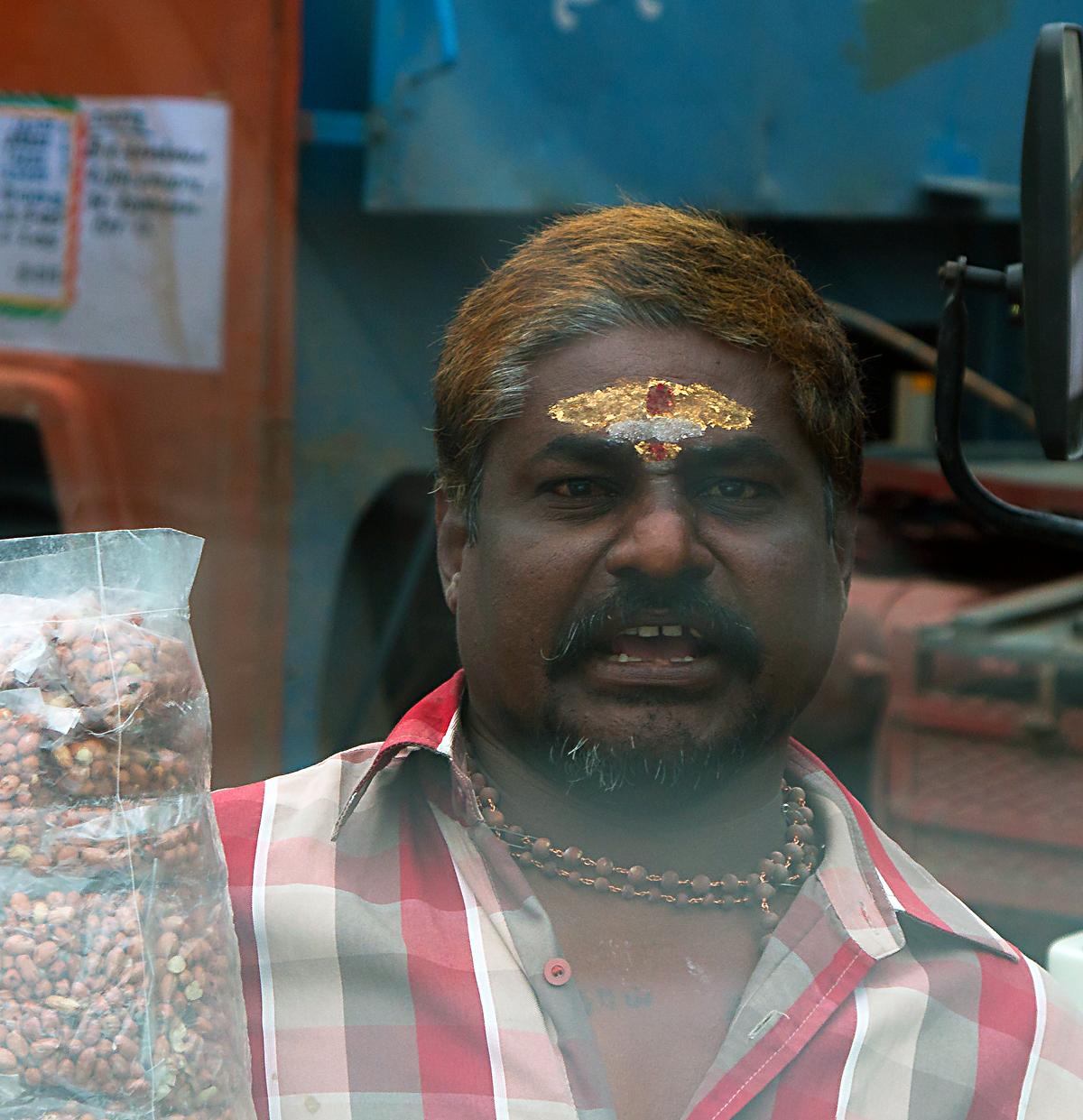 INDIEN Chennai Menschen Tempel FINEST-onTour 7436.jpg