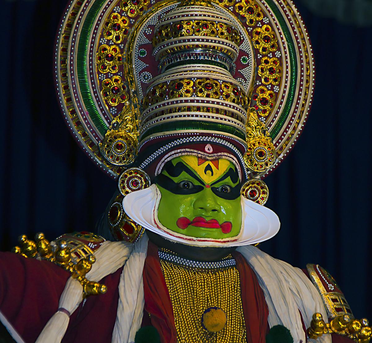 INDIEN Cochin Kerala Menschen Masken FINEST-onTour 9059.jpg