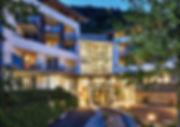 ElzLand Hotel Pfauen_AbendaufnahmeFassad