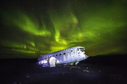 Plane under the northern lights