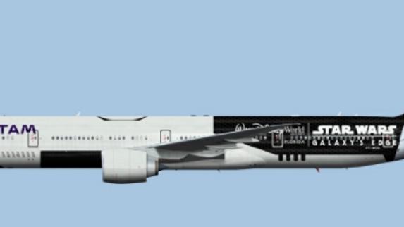 Boeing 777-300 LATAM star wars