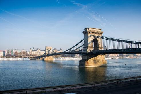 bridge-992510_1920.jpg