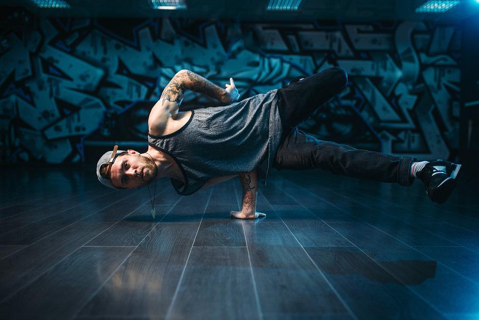 photodune-RZEOyFT8-hip-hop-action-dancer